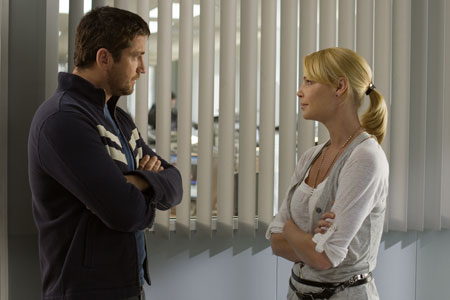 Gerard Butler and Katherine Heigl star in Columbia Pictures' comedy THE UGLY TRUTH.